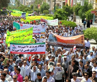 الملايين يلبون نداء الامام الخميني(س) ويشاركون في مسيرات يوم القدس العالمي