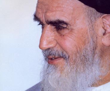 الإمام الخميني لازال حاضراً في قلوب الشباب