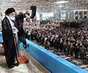 قائد الثورة : الشعب الايراني استلهم الثقة بالذات من الامام الخميني (رض)