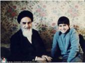 الامام الخميني مع أحد أحفاده