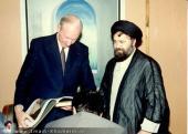 السيد احمد الخميني مستقبلاً الوفود الأجنبية
