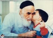 الإمام الخميني مع حفيده السيد علي