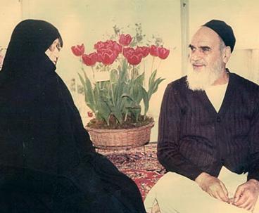 حوار خاص مع قرينة مفجر الثورة الاسلامية ينشر في ذكرى رحيلها..60 عاماً الى جانب الامام