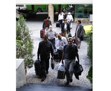 توافد الضيوف المشاركين في مراسم ذكرى رحيل الامام الخميني الى طهران