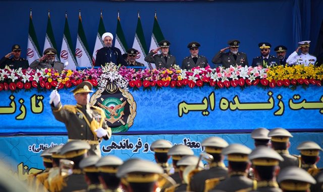العرض العسكري للجيش في مرقد الامام الخميني