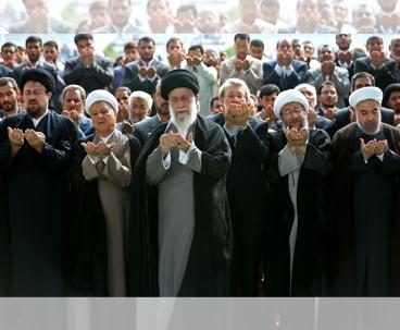 الامام الخامنئي يشكر الوفد المفاوض الايراني لجهوده في المفاوضات النووية