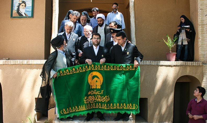 راية قبة الامام الرضا عليه السلام في بيت الامام