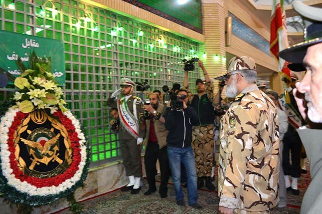قيادات الجيش تجدد العهد مع الامام الخميني