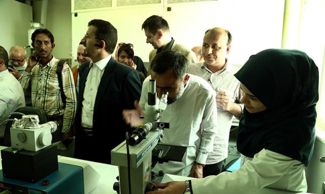 الضيوف الاجانب لمراسم رحيل الامام يزورون جامعة شريف الصناعية