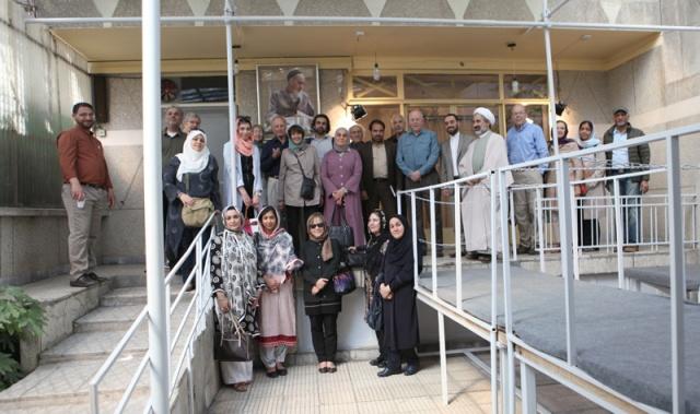 عدد من المفكرين الدينيين من هارتفورد الامريكية يزورون بيت الامام الخميني في جماران