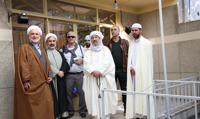 عدد من علماء اسبانيا يزورون بيت الامام في جماران