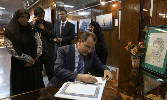 وزير الرياضة و الشباب التونسي يزور بيت الامام الخميني في جماران