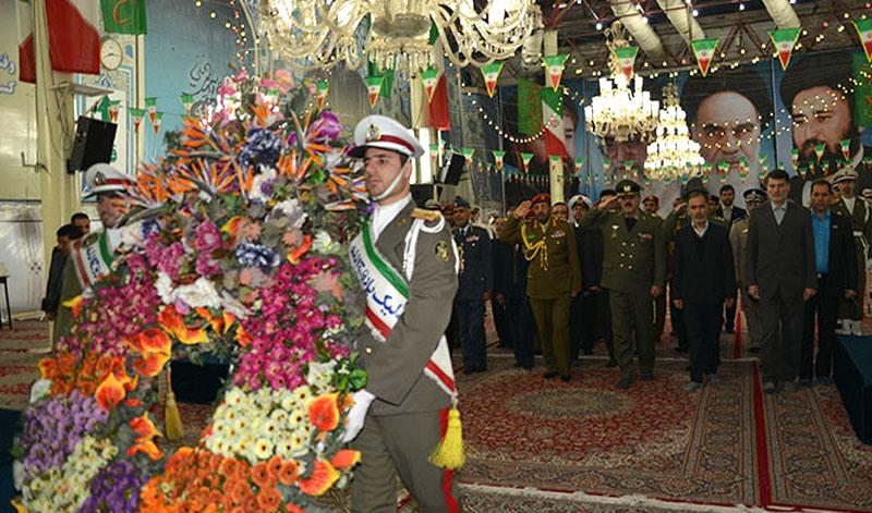أساتذة جامعة الدفاع الوطني في عمان يزورون مرقد الامام الخميني قدس سره