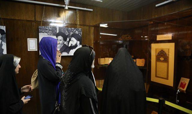 عدد من المشاركات في مؤتمر الناشطات في مجال القرآن يزورون جماران