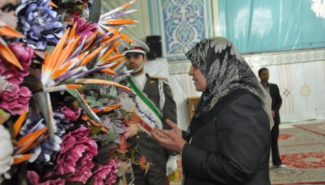 وزيرة الصحة العراقية تزور المرقد الطاهر للامام الخميني قدس سره الشريف