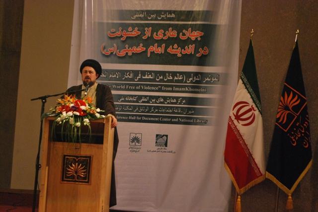 """إقامة المؤتمر الدولي""""عالم خال من العنف في فكر الامام الخميني"""" في طهران"""