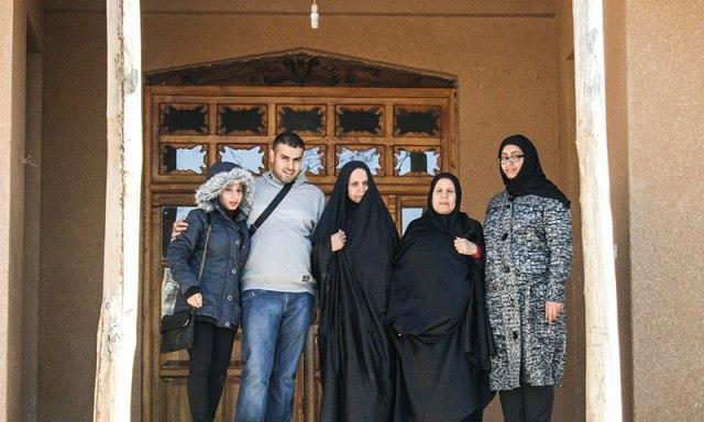 وفد بحريني يزور بيت الامام الراحل في خمين