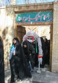 الطلبة المشاركون في قوافل النور يزورون بيت الامام الراحل في خمين