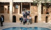 سياح أمريكيين يزورون بيت الامام الخميني في خمين