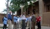سياح اجانب من امريكا و الصين يزورون بيت الامام الخميني في خمين