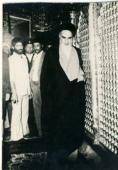 الامام الخميني في مرقد السيدة معصومة سلام الله عليها