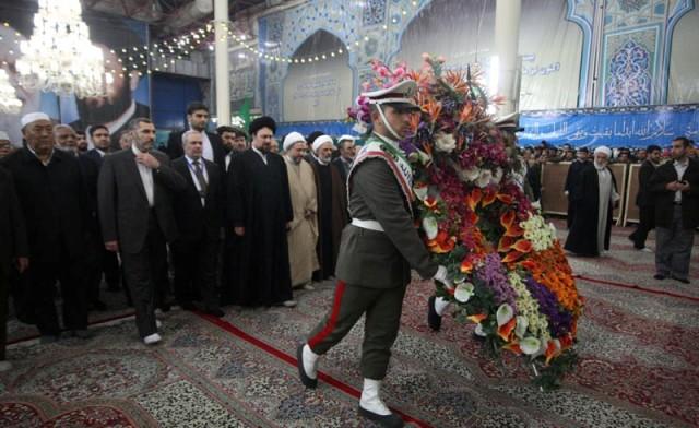 المشاركون في المؤتمرالدولي الثامن والعشرين للوحدة الاسلامية يزورون المرقد الطاهر للامام الخميني (قده)