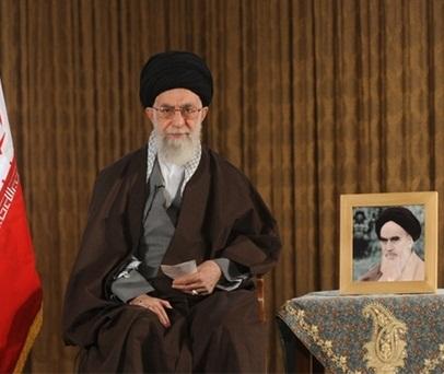 """الامام الخامنئي يهنئ بالعام الايراني الجديد ويسميه بعام """"الاقتصاد المقاوم، مبادرة و عمل"""""""