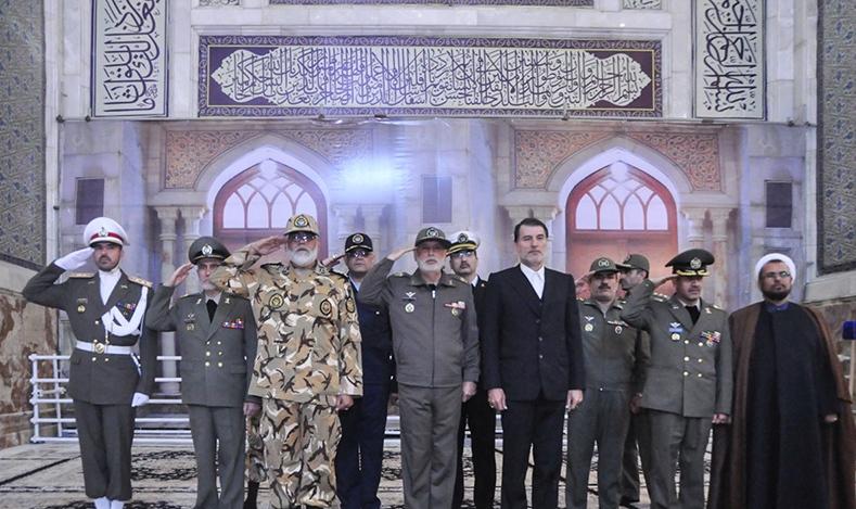 قادة الجيش يجددون العهد والميثاق مع مبادئ الامام الخميني
