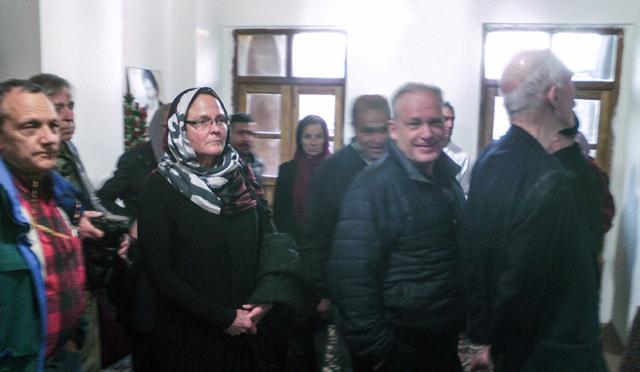 السياح الامريكيون يزورون بيت الامام الخميني في خمين