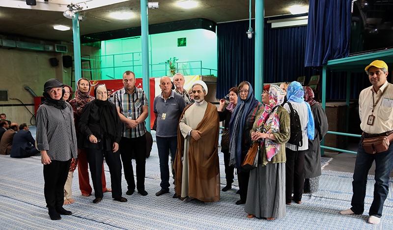 سياح استونيون يزورون بيت الامام الخميني قدس سره في جماران