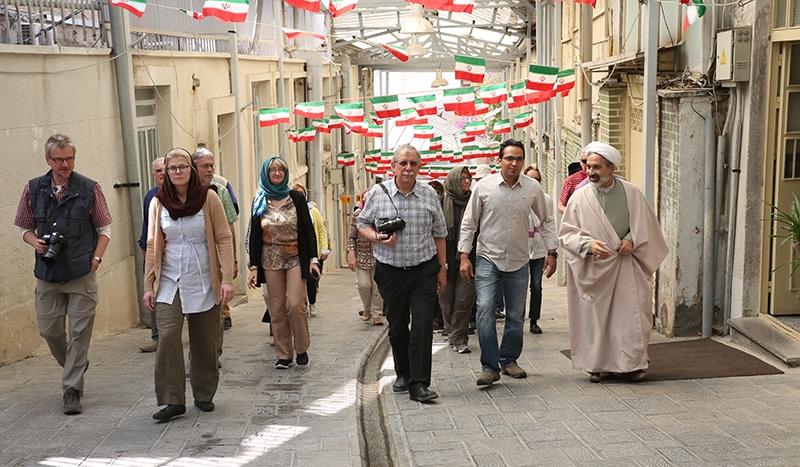 سياح المانيون يزورون بيت الامام في جماران