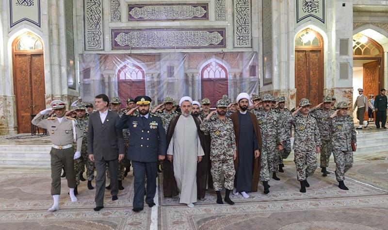 قادة وكوادر الدفاع الجوي يزورون مرقد الامام الخميني