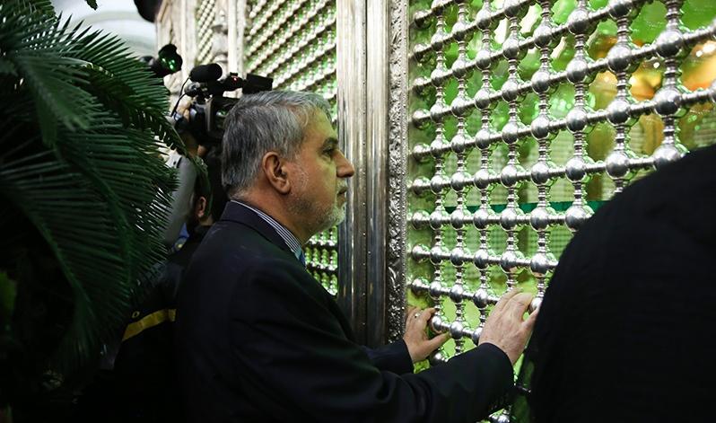 وزير الثقافة و الارشاد الاسلامي يزور مرقد الامام الخميني
