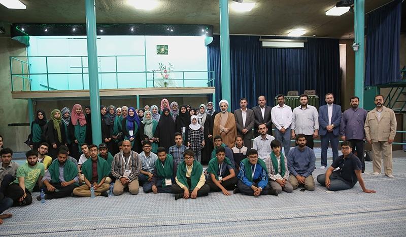 عدد من طلبة المعهد الاسلامي في لندن يزورون جماران