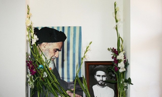 الزهور تغمر بيت الامام الراحل في مدينة خمين