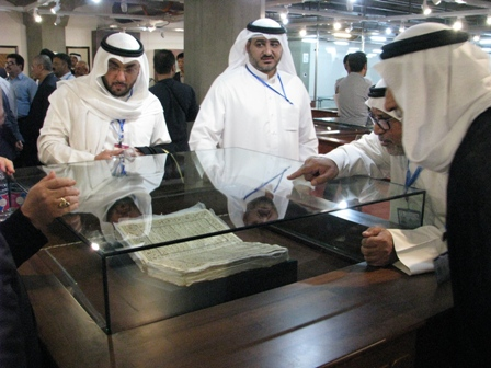 الضيوف يزورون المكتبة الوطنية