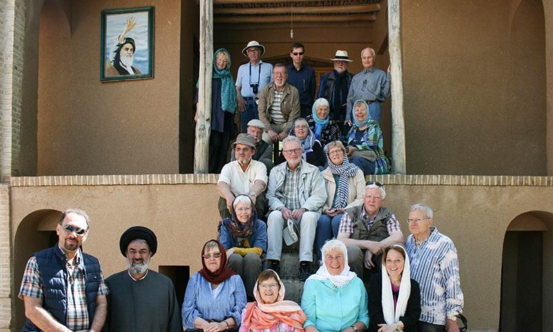سياح المانيون يزورون بيت الامام الخميني في خمين