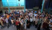 عدد من الطلاب الاجانب في كلية اللغة الفارسية يزورون جماران