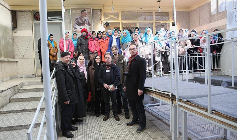 عدد من العوائل البوسنيين يزورون جماران