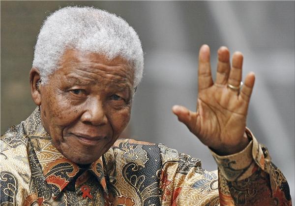 نيلسون مانديلا-رئيس جمهورية أفريقيا الجنوبيةالسابق وبطل النضال ضد العنصرية والتمييز العنصري