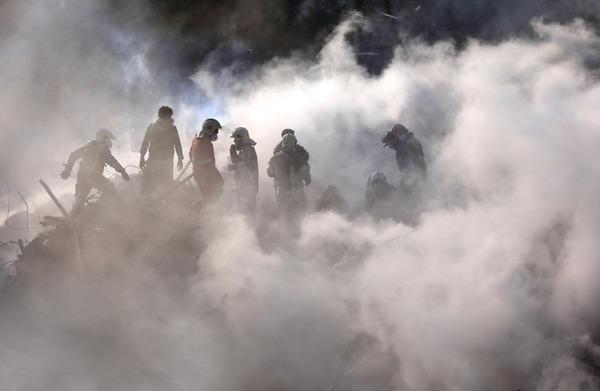 الاطفائيون اقتحموا الحرائق والانقاض لانقاذ حياة مواطنيهم