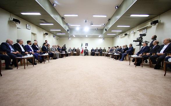 الامام الخامنئي: ينبغي العمل بمرونة وسرعة ويقظة على الصعيد الدبلوماسي