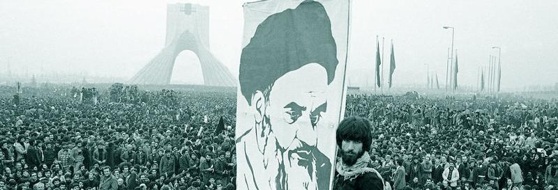 الثورة الإسلامية آخذة في الانتشار في جميع أرجاء العالم بتأئيد الله المنان و سيتم القضاء على القوى الشيطانيه إن شاءالله (صحيفة الإمام، ج15،ص:307)