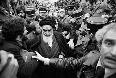 الامام الخمیني هو مجدّد الاسلام في القرن العشرین