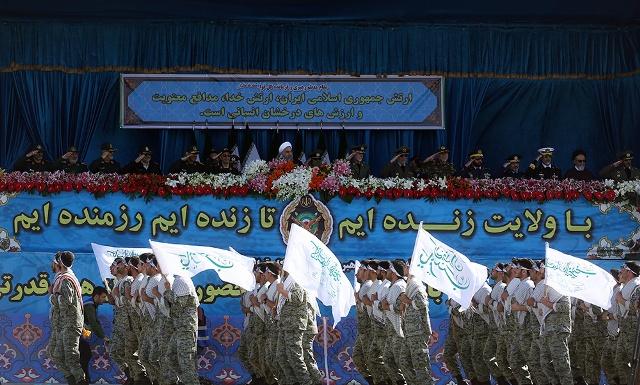 العرض العسكري ليوم الجيش بجوار مرقد الامام الخميني