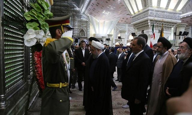 الرئيس روحاني والوزراء يجددون العهد مع الامام الخميني قدس سره الشريف