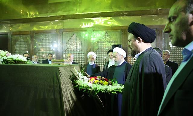 الرئيس روحاني واعضاء الحكومة يجددون العهد مع مبادئ الامام الخميني