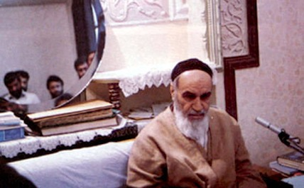 لقد كان الإمام الخميني المسلم الواعي فكونوا المسلمين الواعين