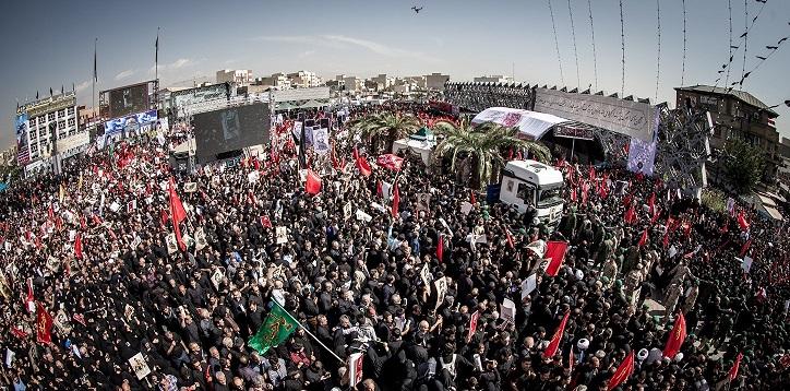 تشييع مهيب للشهيد حججي في طهران.. والإمام الخامنئي يلقي النظرة الأخيرة على جثمانه