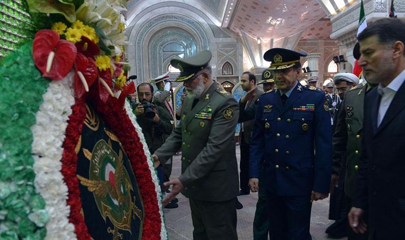 قادة الجيش يجددون العهد مع مبادئ الامام الخميني قدس سره الشريف